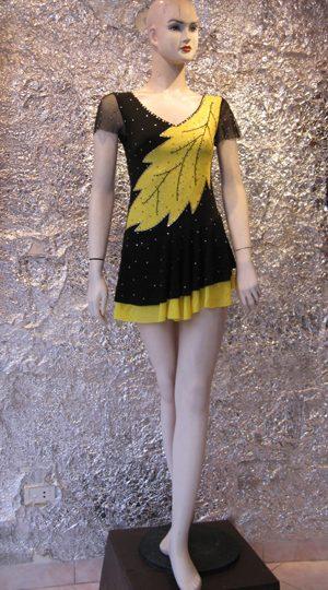 váy khiêu vũ vàng đen